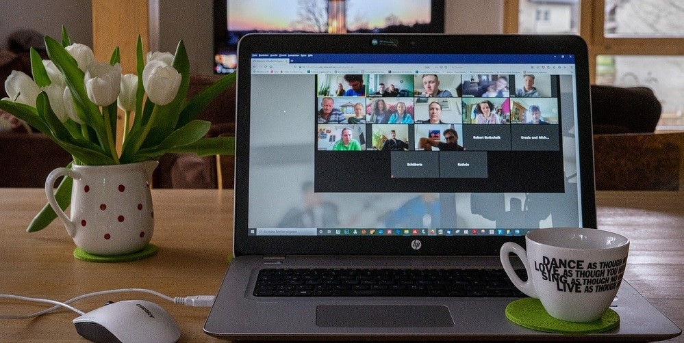 Managen van personeel tijdens een online meeting